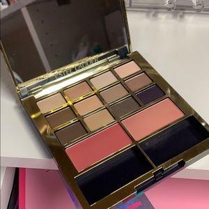 Estee Lauder eyeshadow and blush palette
